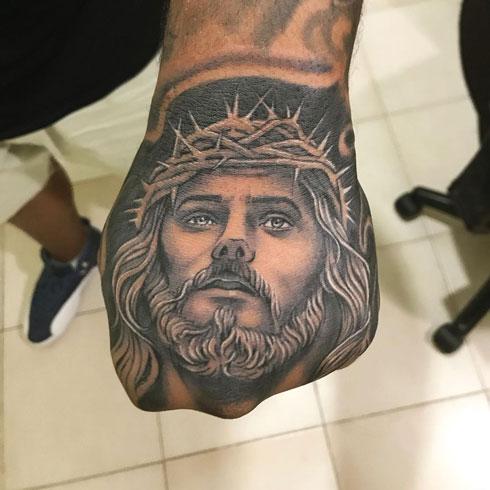 tattoo de dios en la mano