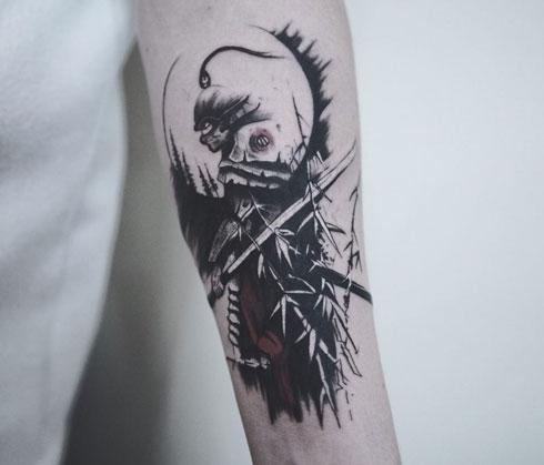 tattoo de samurai en el brazo