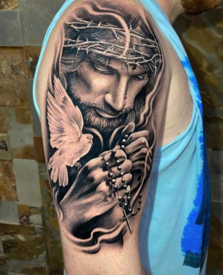 tattoo jesus en el hombro