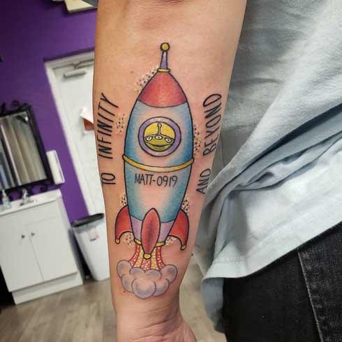 tatuaje color de nave
