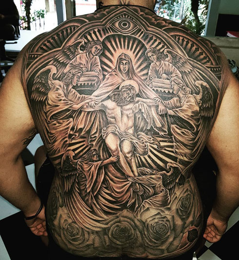 tatuaje de cristo en la espalda