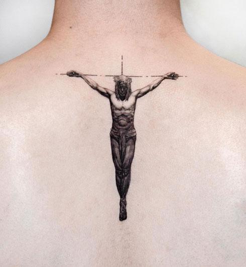 tatuaje de dios en la cruz
