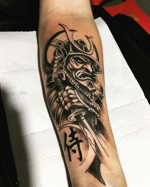 tatuaje de mascara samurai