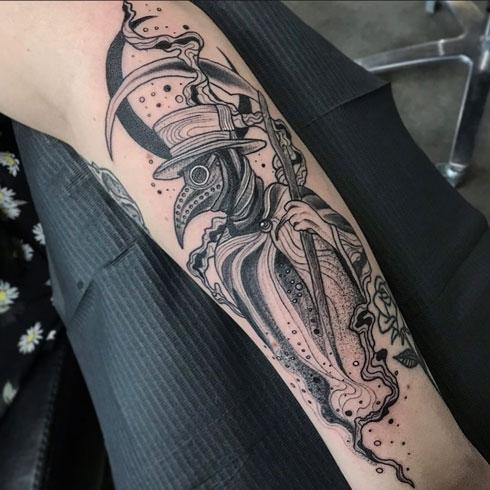 tatuaje en gris de peste