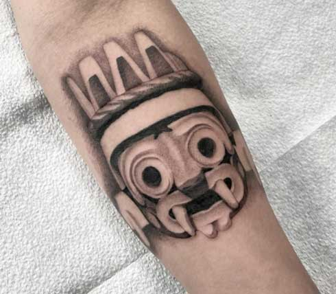 tatuaje en gris de tlaloc