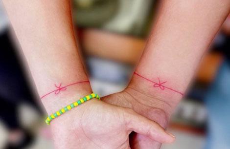 Tatuaje del hilo rojo del destino