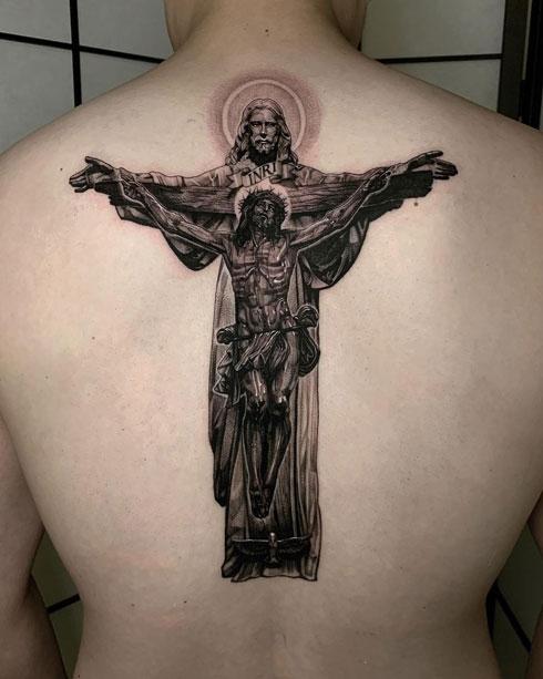 tatuaje jesus en espalda