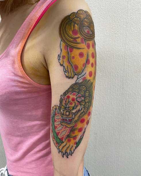 tatuaje leon guardian para mujer
