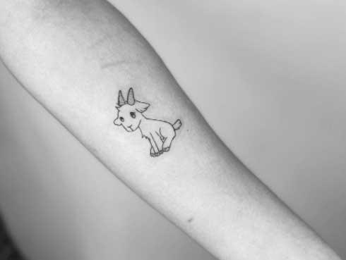 tatuaje pequeño de cabra