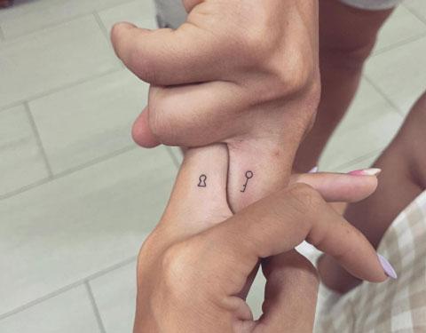 micro tatuaje parejas