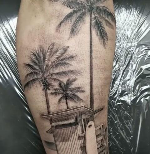 palmera y surf tatuaje