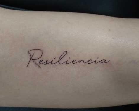 Tatuaje de la palabra Resiliencia