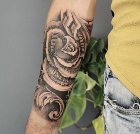 tattoo de rosa y dinero