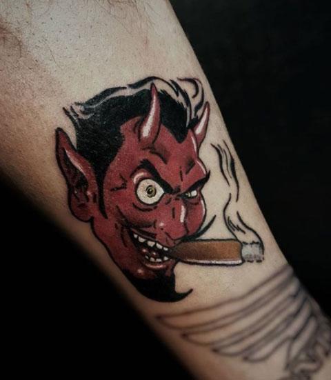 tattoo diablo fumando