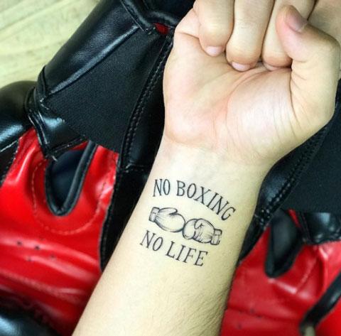 tattoo dos guantes box