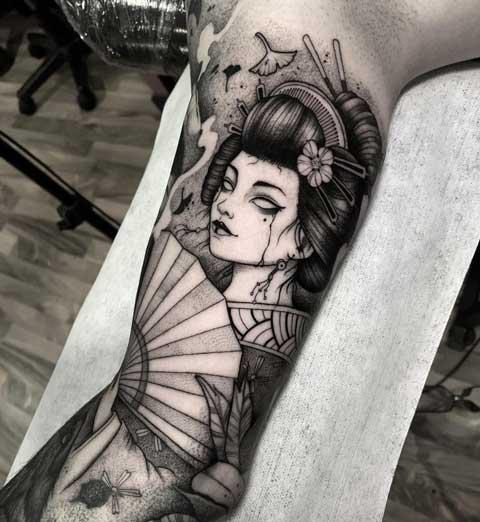 tattoo geish en gris