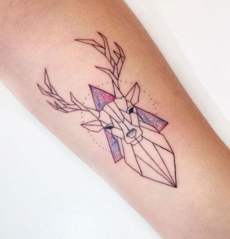 tattoo geometrico de ciervo
