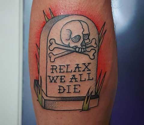 tattoo lapida y craneo