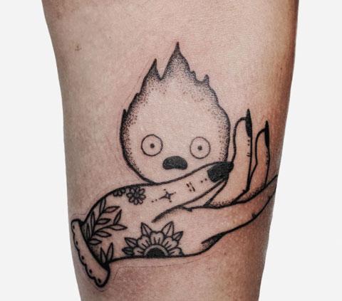 tatuaje calcifer en tradicional