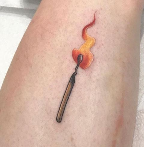 tatuaje cerillos a color