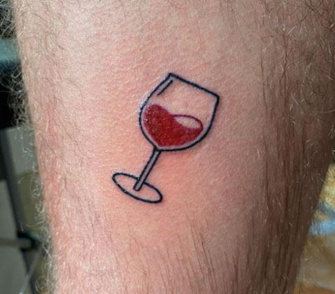 tatuaje copa y corazon