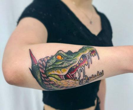 tatuaje de caiman mujer