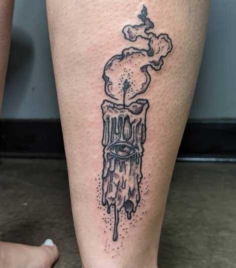 tatuaje de vela en pie