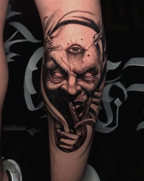tatuaje del diablo en pantorrilla