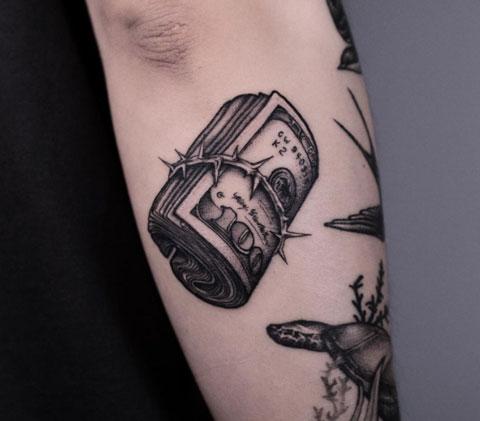 tatuaje dinero y espinas