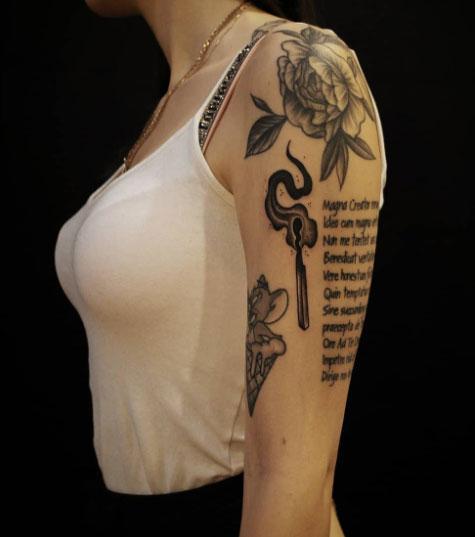 tatuaje fosforo en dama