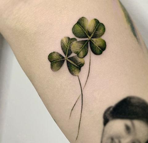 tatuaje hojas de trebol