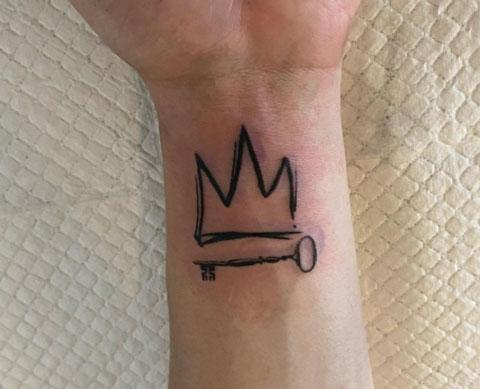 tatuaje llave y corona