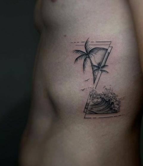 tatuaje oceano y palmera