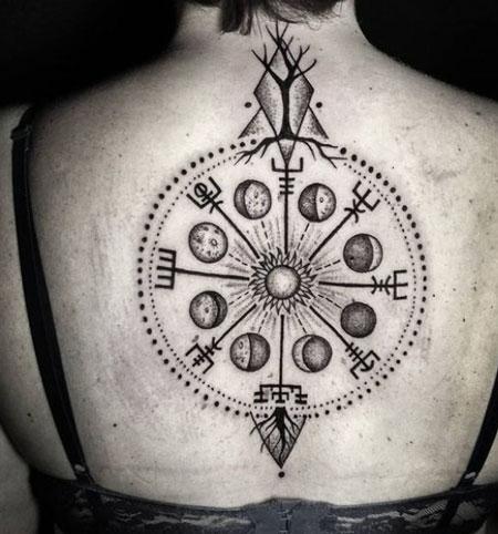 tatuaje vikngo de brujula