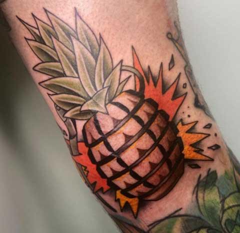 color tatuaje piña