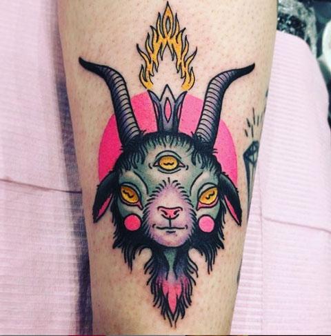 deidad satanica tatuaje