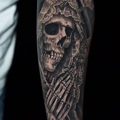 santa muerte rezando tatuaje