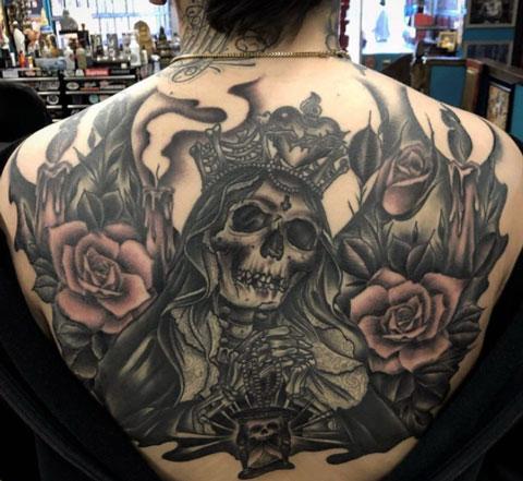 santa muerte en espalda tatuaje