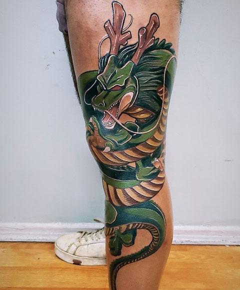 shenlong tatuaje en pantorrilla