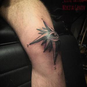 tattoo ojo en rodilla