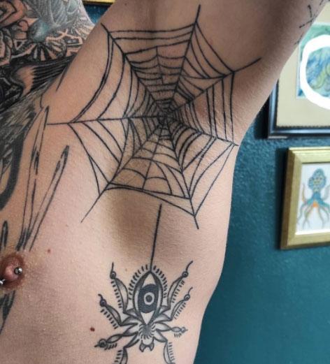 tattoo telaraña axila
