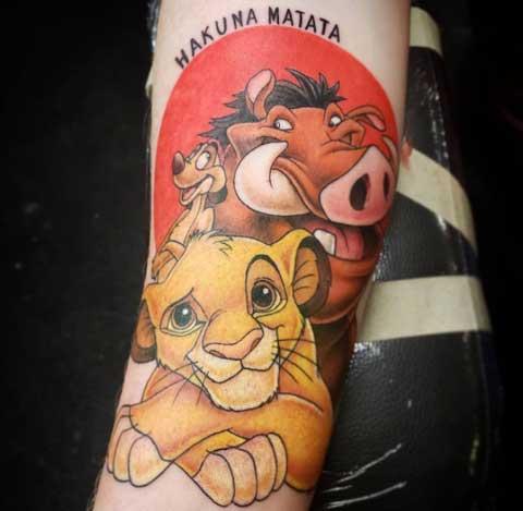 tatuaje de frase hakuna