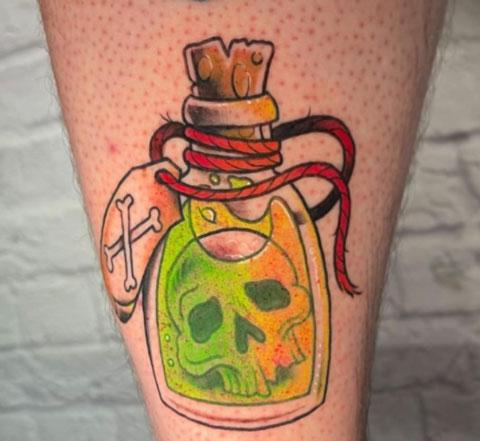 tatuaje de veneno y craneo
