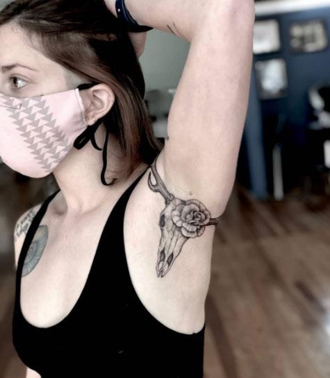 tatuaje en axila