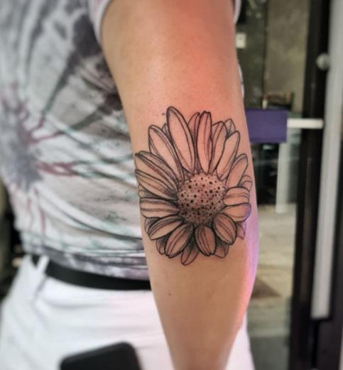 tatuaje en codos