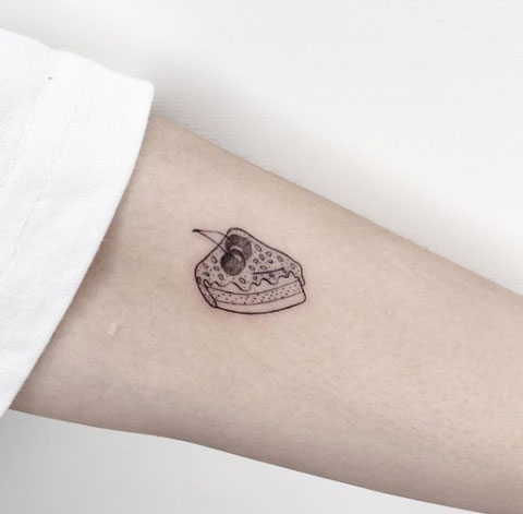 tatuaje en negro de pastel