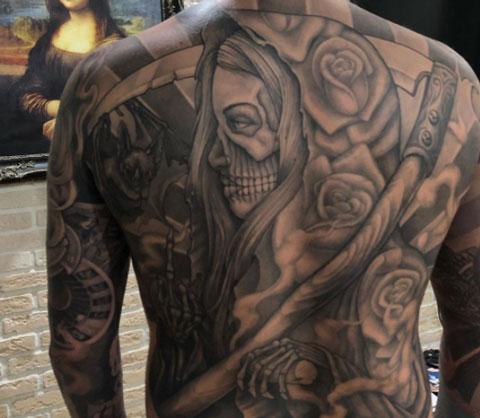 tatuaje santa muerte en la espalda