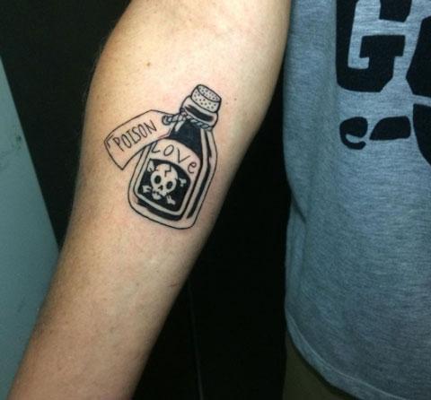 veneno amor tatuaje