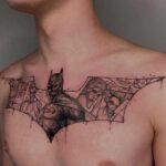 tattoo batman en pecho