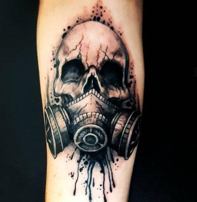 tattoo craneo y mascara de gas